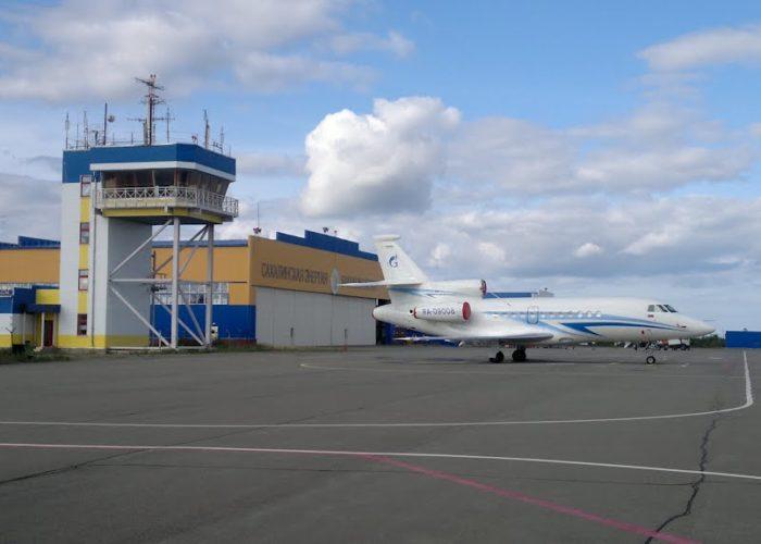 Башня и ангар в аэропорту Ноглики